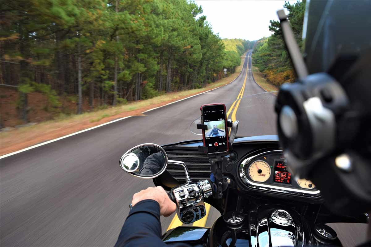 9 Suitable Phone Mounts Perfect for Cafe Racer Bikes